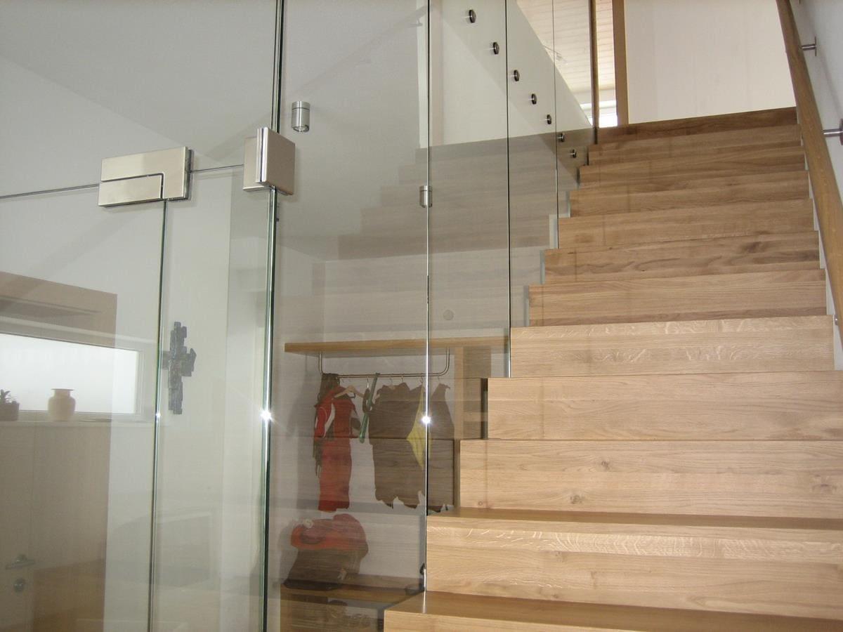 Mit Laminat belegte Treppe