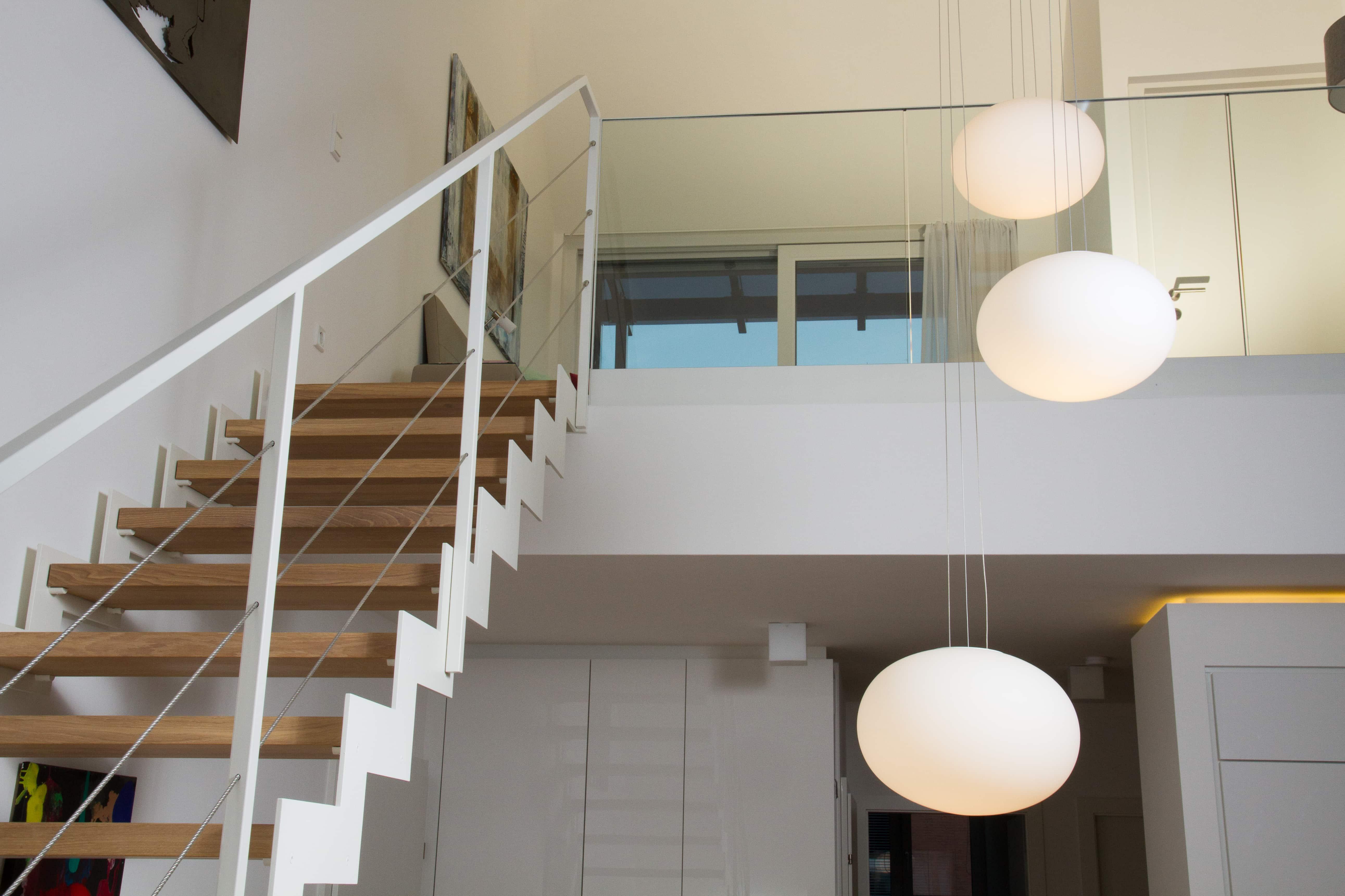 Treppe aus Stahl und Holz