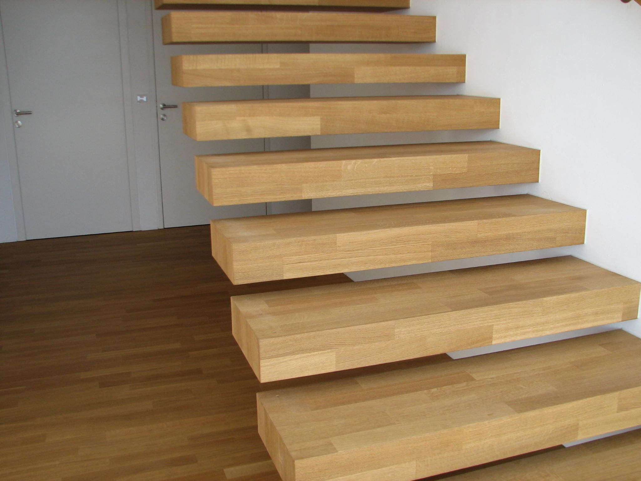 Treppe ohne sichtbare Befestigung
