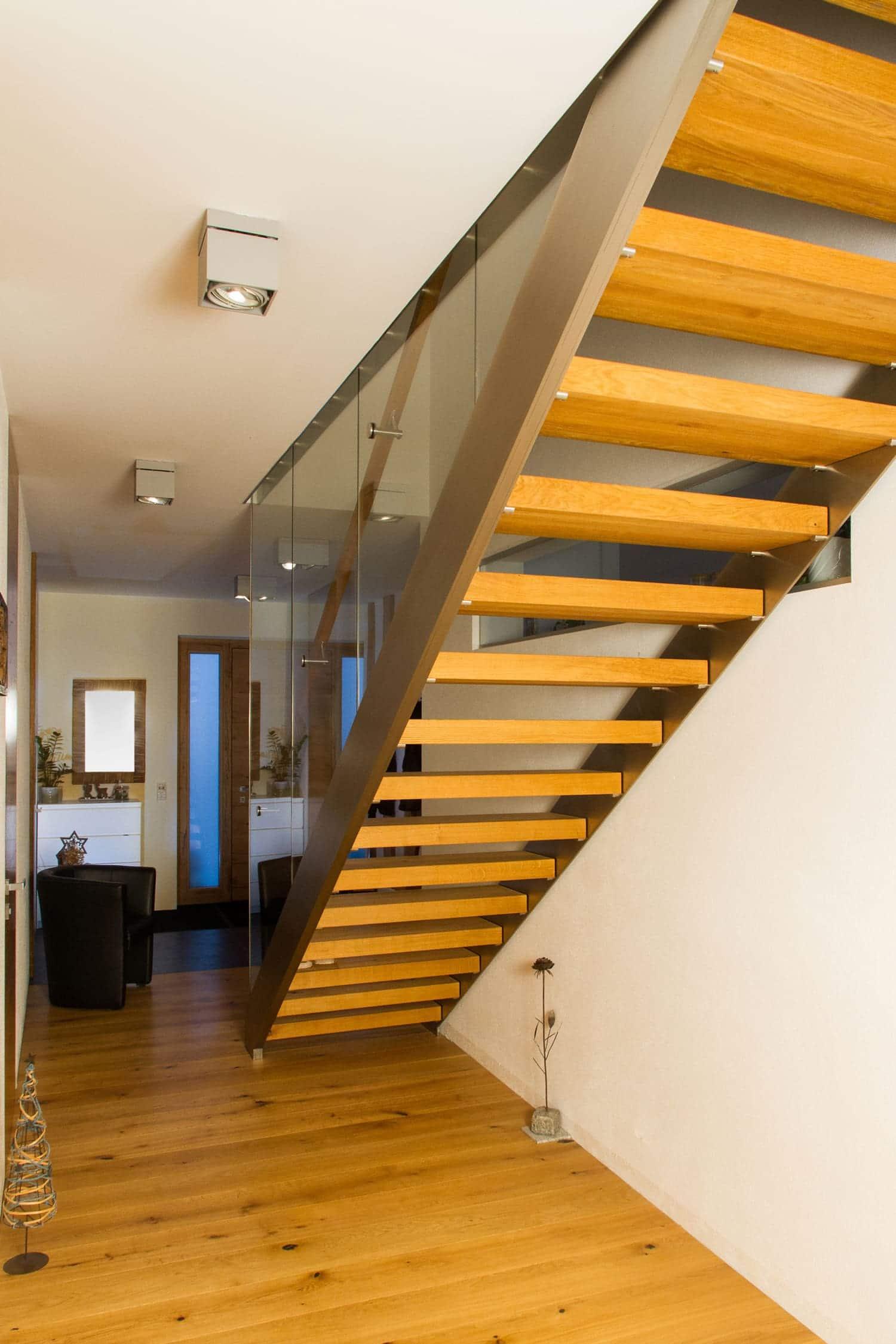 Stiege mit Treppenkonstruktion aus Stahl