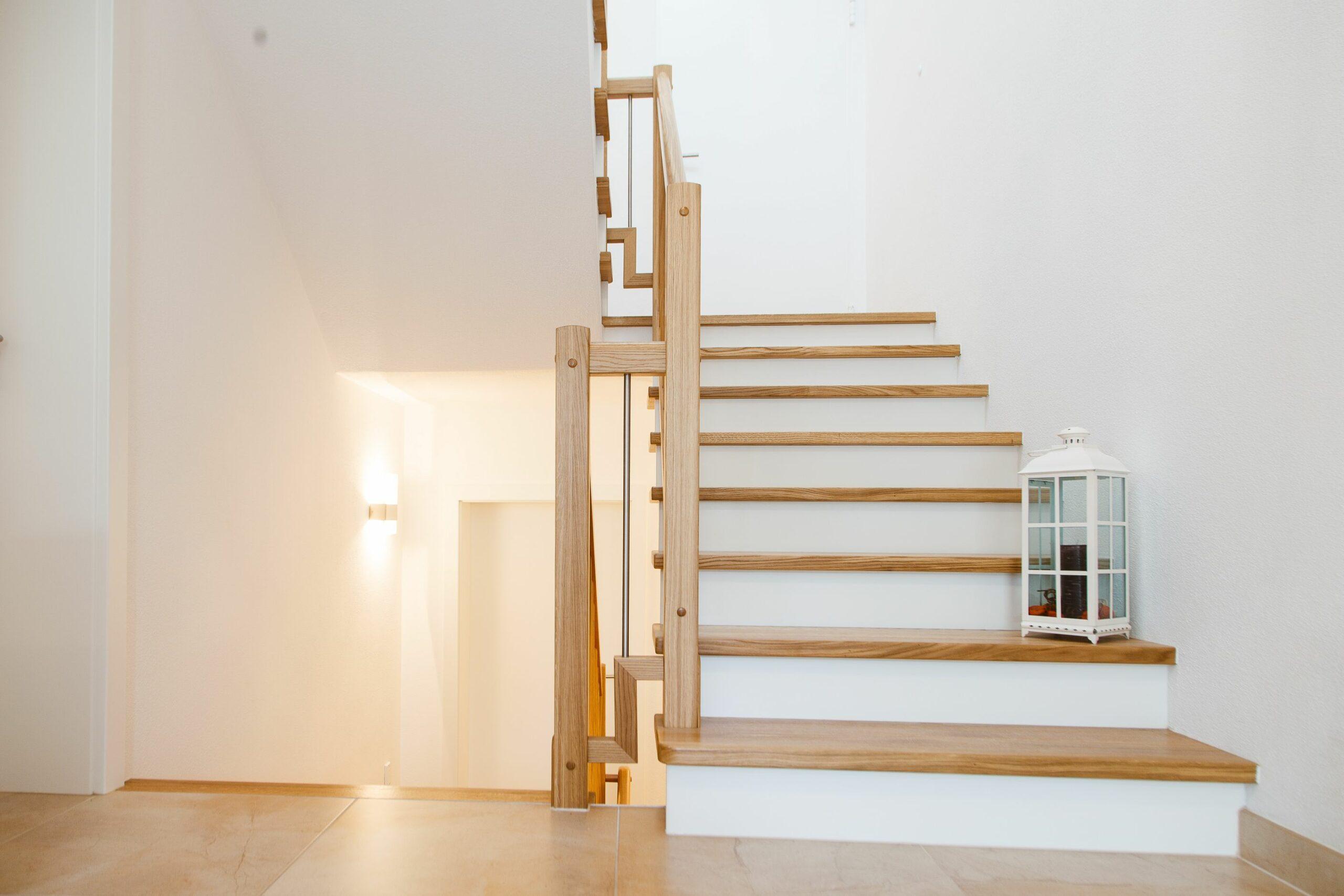 Treppe mit Holz verkleidet
