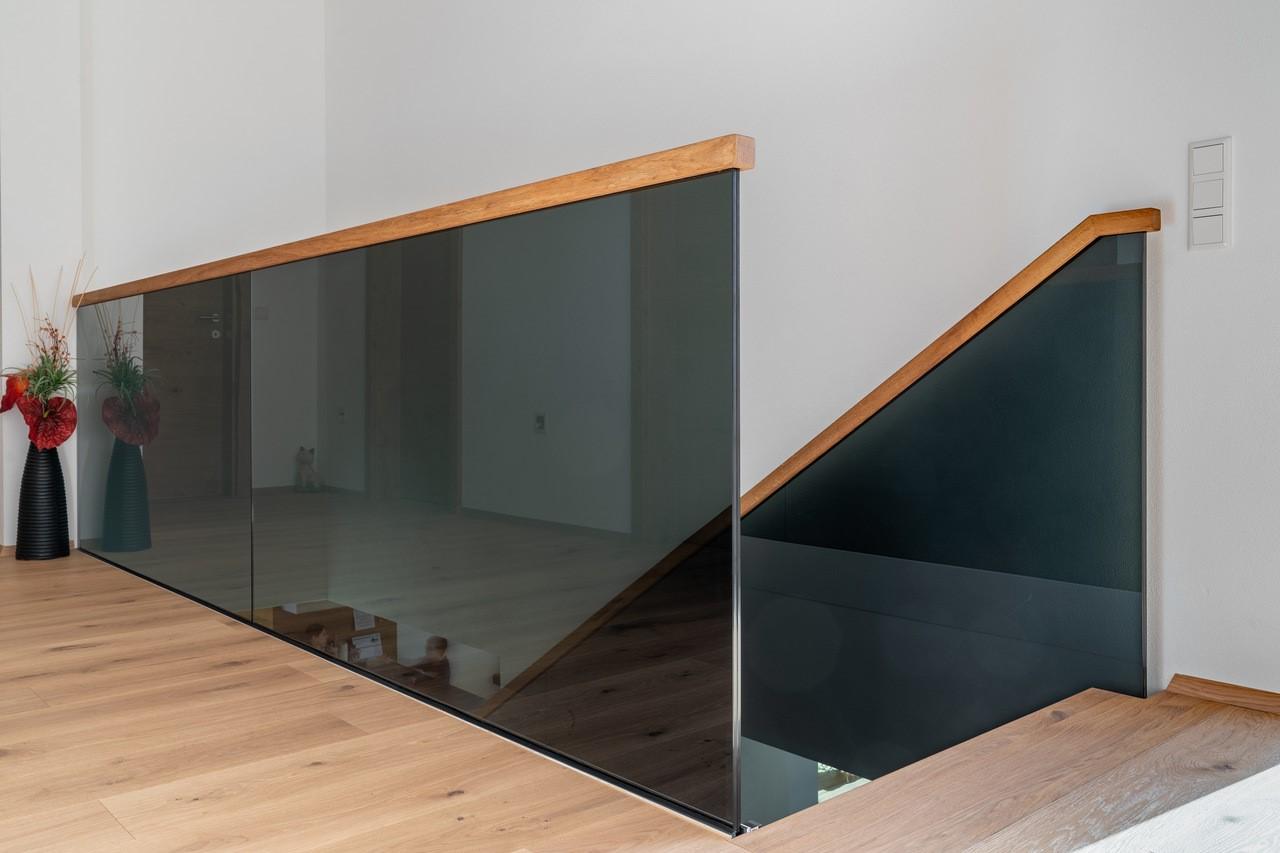 Schwarzes Glas Geländer