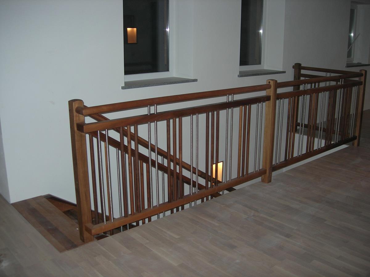 Geländer mit Holz und Niro Sprossen